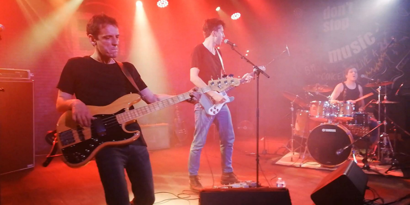 Joyful Mess, groupe de musique Rock en représentation à Gironde - photo de couverture n° 1