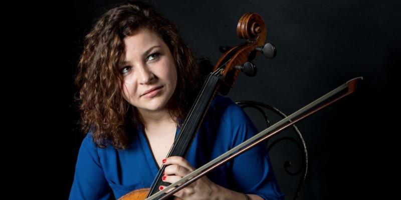 Anissa Altmayer, musicien Chanteur en représentation - photo de couverture n° 3
