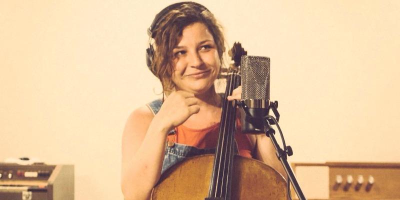 Anissa Altmayer, musicien Chanteur en représentation - photo de couverture n° 2