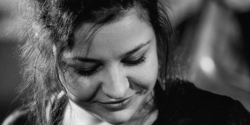 Anissa Altmayer, musicien Chanteur en représentation - photo de couverture n° 1