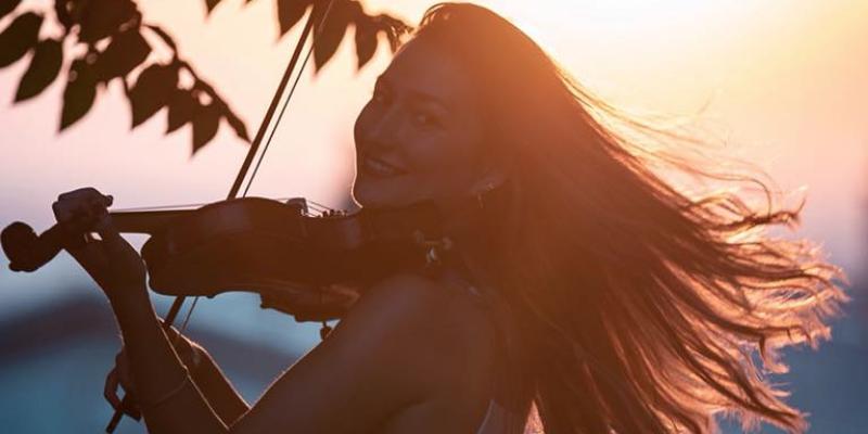 Marie-Alix Grenier, musicien House en représentation à Essone - photo de couverture