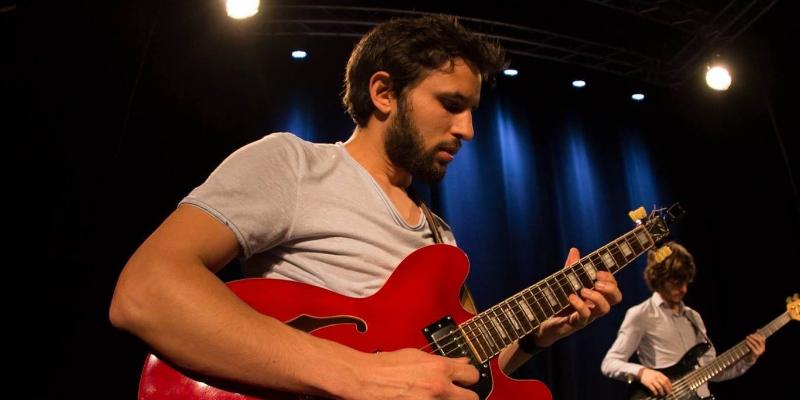 Arnaud Leguay, musicien Guitariste en représentation à Paris - photo de couverture n° 1
