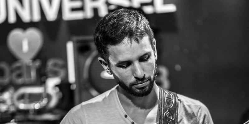 Arnaud Leguay, musicien Guitariste en représentation à Paris - photo de couverture n° 2