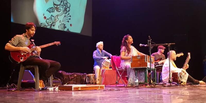 Tulika Srivastava , groupe de musique Chanteur en représentation à Paris - photo de couverture n° 1