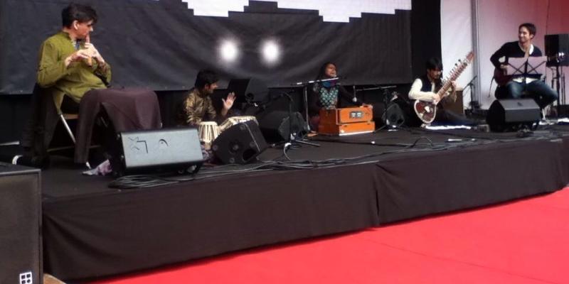 Tulika Srivastava , groupe de musique Chanteur en représentation à Paris - photo de couverture n° 3