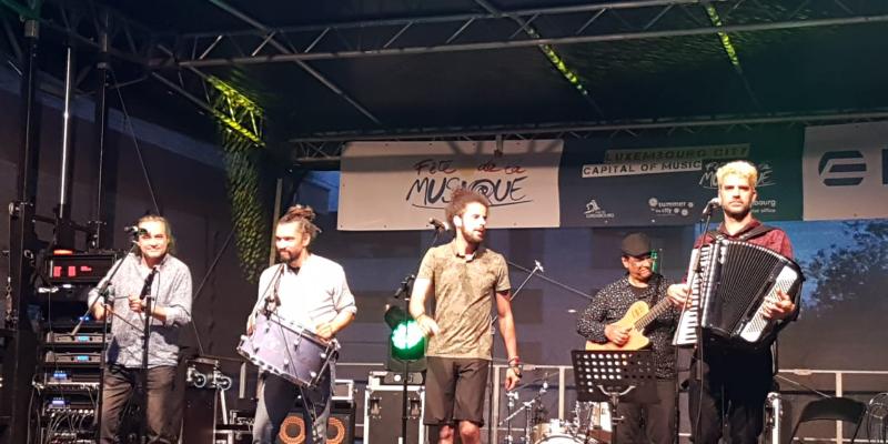 Vidal, groupe de musique Chanteur en représentation à Seine et Marne - photo de couverture n° 3