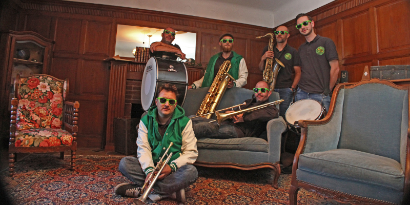 Fanfare Express, groupe de musique Rock en représentation à Rhône - photo de couverture n° 2