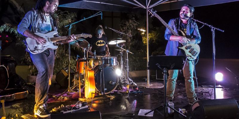 Fast Laundry Machine, groupe de musique Rock en représentation à Gironde - photo de couverture n° 2