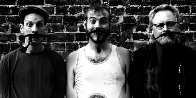 Les moustaches de Georges, groupe de musique Chanteur en représentation - photo de couverture n° 1