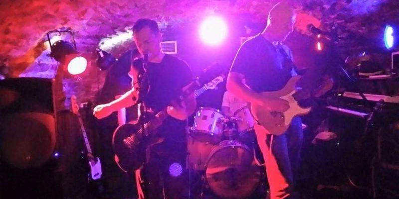 UnReAL, groupe de musique Rock en représentation à Rhône - photo de couverture n° 3