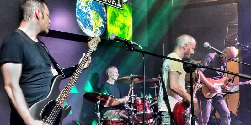UnReAL, groupe de musique Rock en représentation à Rhône - photo de couverture n° 2