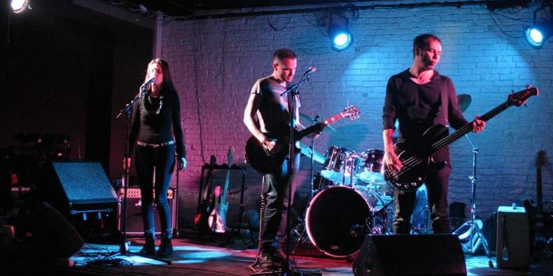 UnReAL, groupe de musique Rock en représentation à Rhône - photo de couverture n° 1