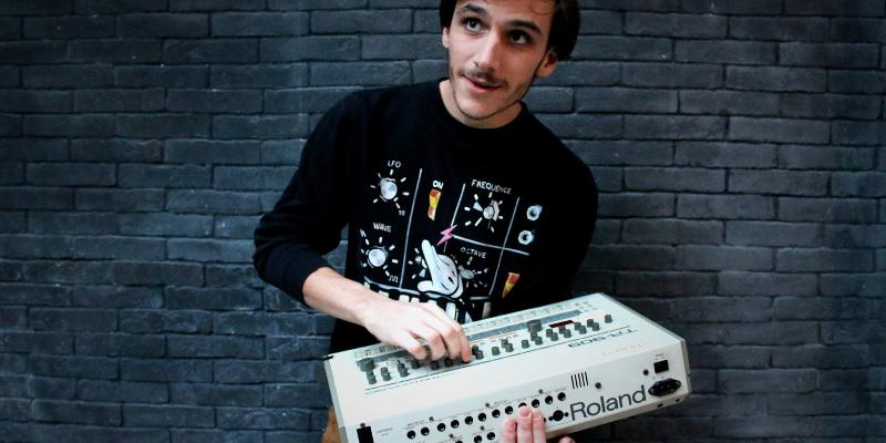 Col. J, DJ Dj en représentation - photo de couverture n° 2