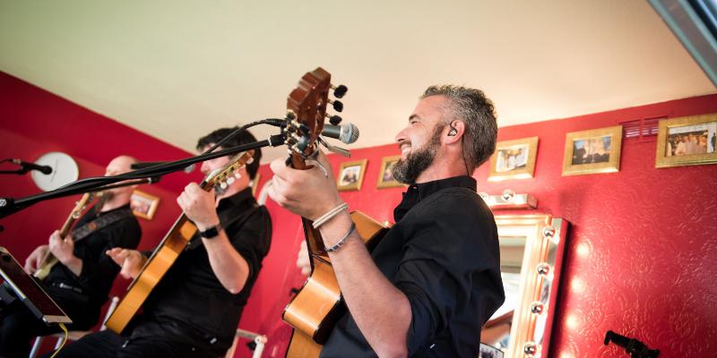 Giorgio Constantino, groupe de musique Chanteur en représentation à Marne - photo de couverture n° 3
