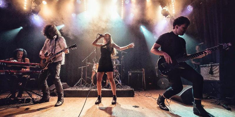 Hālley, groupe de musique Rock en représentation - photo de couverture n° 2
