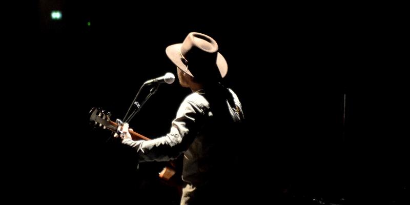 Jimmy Plume, musicien Folk en représentation à Drôme - photo de couverture
