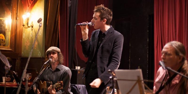 Guillaume Muller, groupe de musique Chanteur en représentation - photo de couverture n° 2