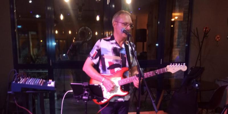 Jo , musicien Chanteur en représentation à Moselle - photo de couverture