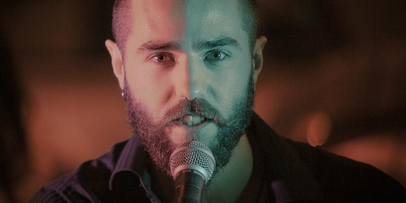 Ash Orphan, musicien Chanteur en représentation - photo de couverture n° 1