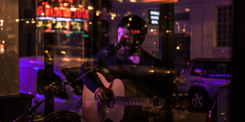 Ash Orphan, musicien Chanteur en représentation - photo de couverture n° 3