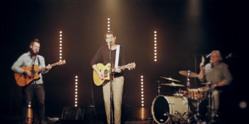 Julien Pierson Duo/Trio, groupe de musique Chanteur en représentation à Bouches du Rhône - photo de couverture