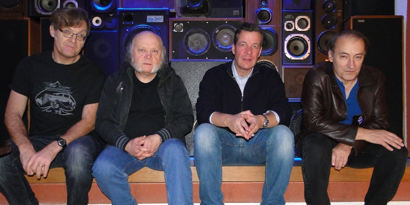 HASSELBLAD AND THE SNAPSHOTS, groupe de musique Rock en représentation - photo de couverture