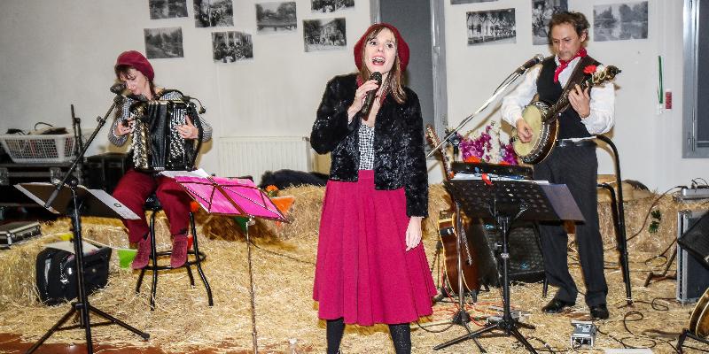 Véronique Rénier, musicien Chanteur en représentation à Essone - photo de couverture n° 3