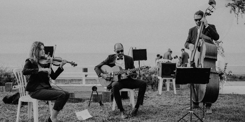 BaRaKa Swing, groupe de musique Jazz manouche en représentation à Charente Maritime - photo de couverture n° 1