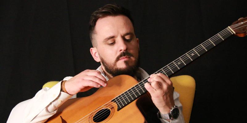 Benjamin Bobenrieth Amondarain, groupe de musique Chanteur en représentation à Haute Garonne - photo de couverture n° 2