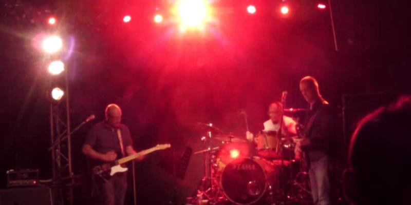 Bald as Kojak, groupe de musique Rock en représentation - photo de couverture n° 2