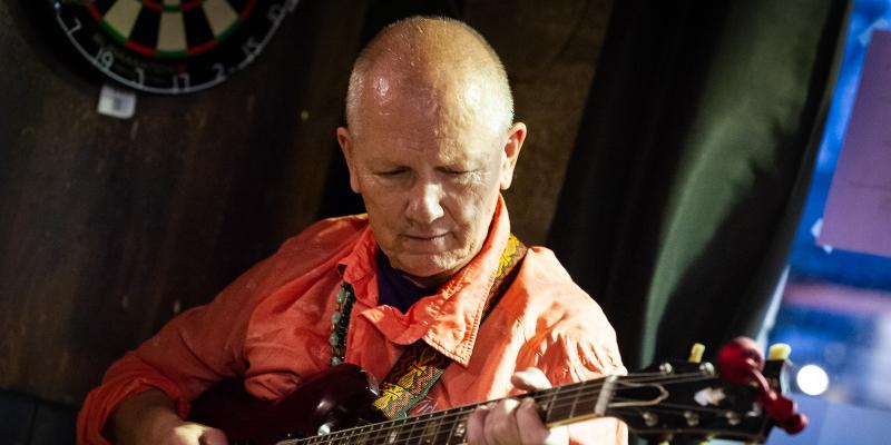 Steve Tallis, musicien Guitariste en représentation à Seine Saint Denis - photo de couverture n° 2