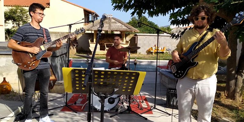 Karaoke Live Band, groupe de musique Généraliste en représentation à Pyrénées Orientales - photo de couverture n° 2
