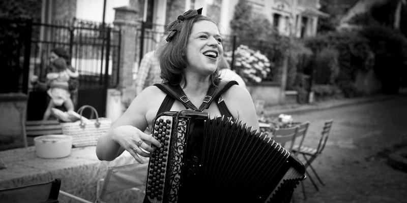 Fleur de Paris, musicien Chanteur en représentation à Sarthe - photo de couverture n° 1