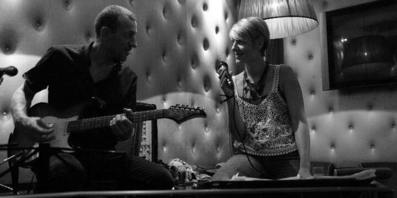 Living room, musicien Chanteur en représentation à Val d'Oise - photo de couverture n° 3
