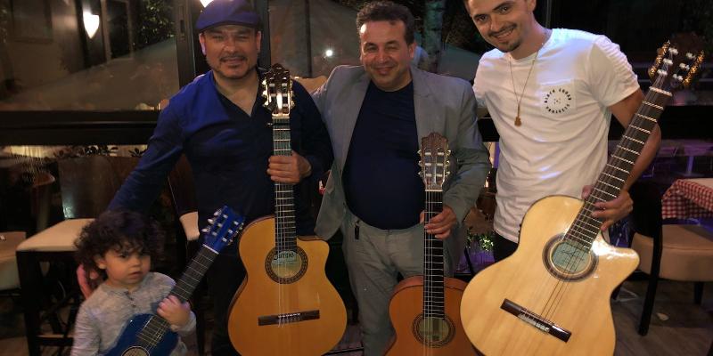 Luis Elflamenkito, groupe de musique Gypsy en représentation à Isère - photo de couverture n° 1