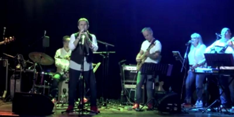 Phil Rossi, groupe de musique Musique Française en représentation à Seine et Marne - photo de couverture
