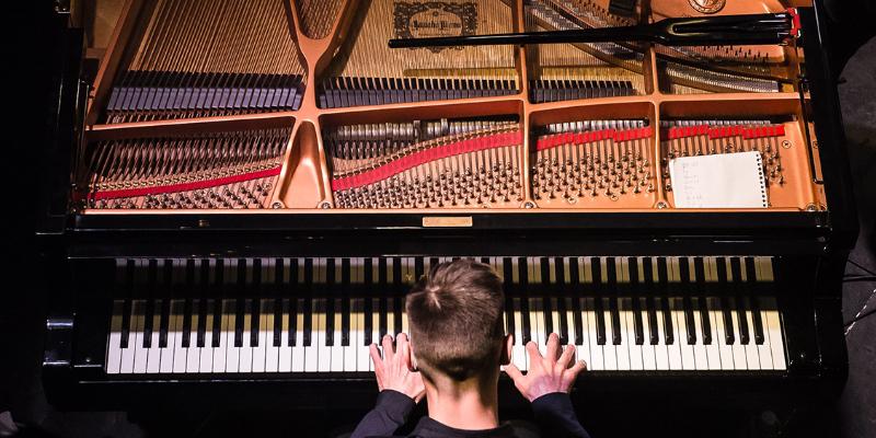 Joran, musicien Pianiste en représentation à Val de Marne - photo de couverture n° 1