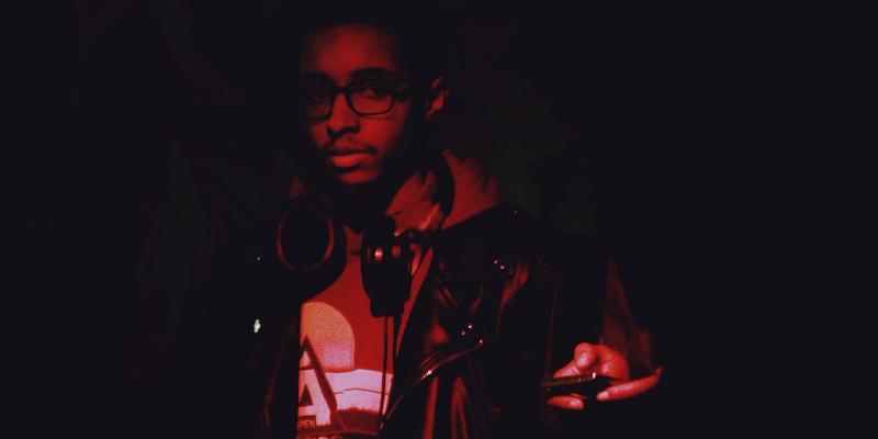 Bulletone, DJ Dj en représentation - photo de couverture n° 2