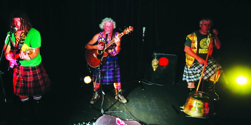 les Cariboux du Poitou, groupe de musique Rock en représentation à Vienne - photo de couverture n° 3