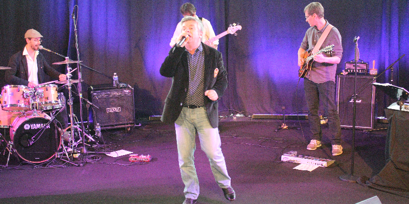 Christophe RAVET, groupe de musique Chanteur en représentation à Vienne - photo de couverture n° 3
