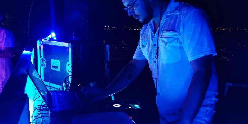 The Anvil, DJ Dj en représentation à Paris - photo de couverture n° 1
