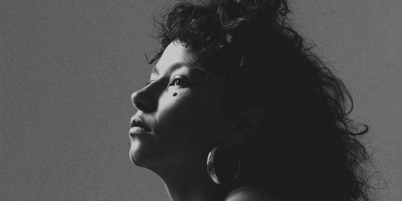 Nirina LUNE, musicien Chanteur en représentation - photo de couverture