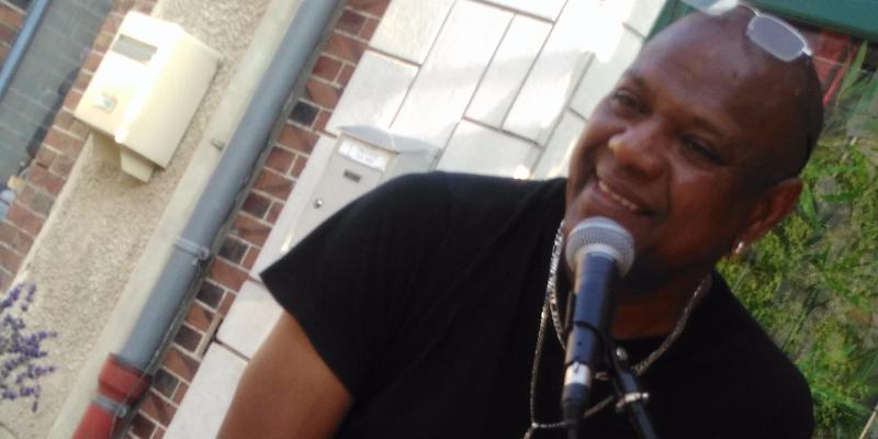 clifford begue, musicien Chanteur en représentation - photo de couverture