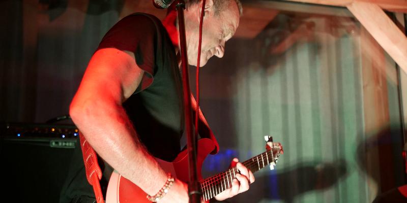 Thierry Midi, musicien Pop en représentation à Savoie - photo de couverture