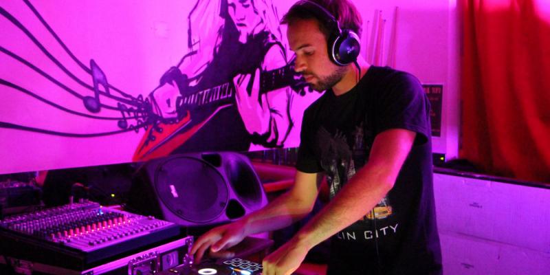 Dj Humaanö, DJ Dj en représentation à Paris - photo de couverture n° 2