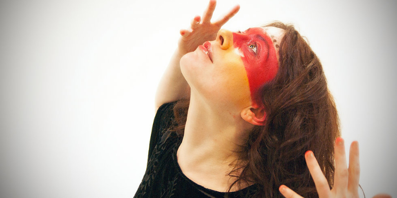 Mood, musicien Chanteur en représentation - photo de couverture n° 2