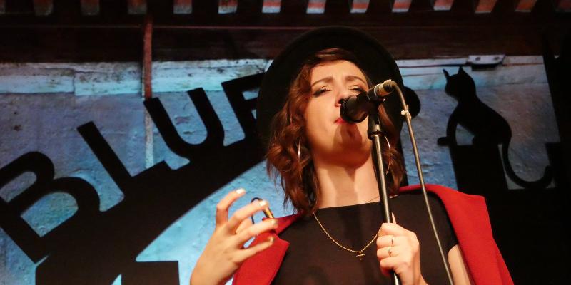 Yulia, groupe de musique Chanteur en représentation à Seine et Marne - photo de couverture n° 3