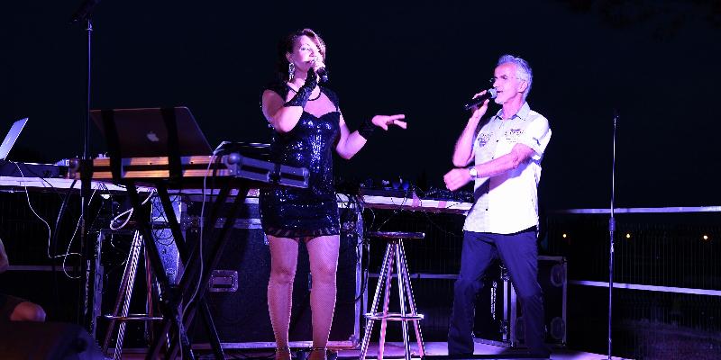 R2 Voix, musicien Chanteur en représentation à Hérault - photo de couverture