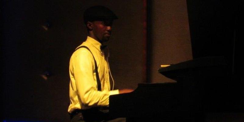 FELIX NSHIMIYIMANA, musicien Pianiste en représentation à Indre et Loire - photo de couverture