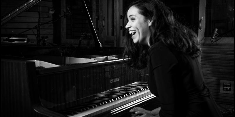 Lola Baï, musicien Chanteur en représentation à Sarthe - photo de couverture n° 2